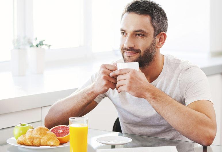 Es muy importante realizar un desayuno equilibrado (iStock)