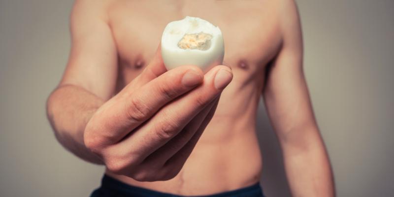 El contenido en vitamina K de los huevos favorece que los huesos se mantengan sanos (iStock)
