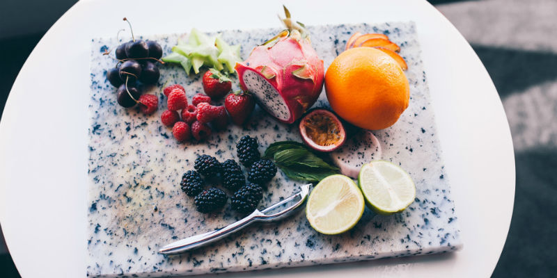 Poniendo las frutas a la vista ayuda a que no caigamos en otros snacks menos saludables (Pixabay)