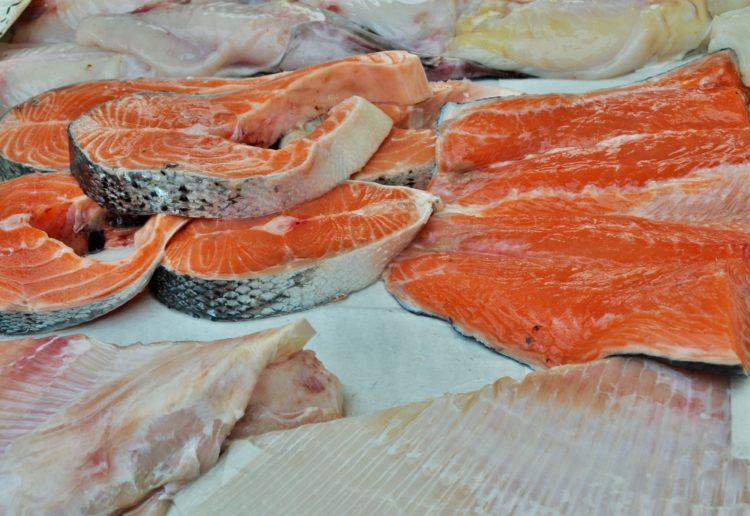 El salmón es un buen alimento para el triatleta (iStock)