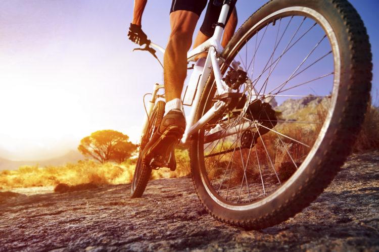 Hay que apostar por una bici de montaña con frenos de disco (iStock)