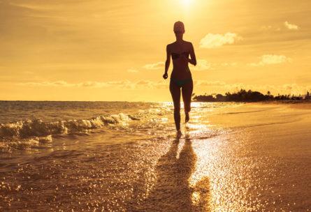Si puedes correr en verano por la playa, a primera hora de la mañana, no lo dudes (iStock)
