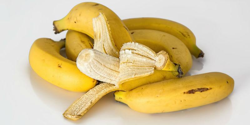 Aunque tenga muchas calorías el plátano es más saciante que otras frutas (Pixabay)