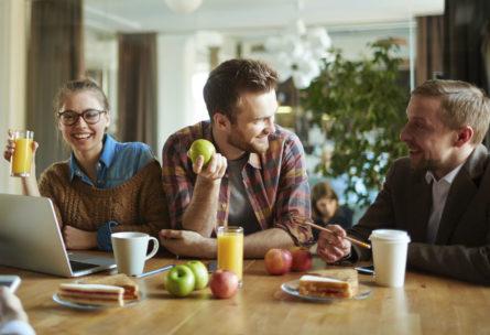 Un picoteo saludable ayuda a mantener una alimentación equilibrada (iStock)
