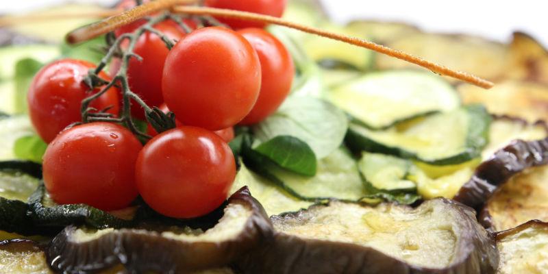 Gracias a su alto contenido en agua y fibra las verduras nos llenan antes que otros alimentos (Pixabay)