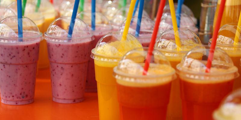 Son muy saludables pero los zumos y batidos ya llevan la cantidad diaria de fruta recomendada (Pixabay)