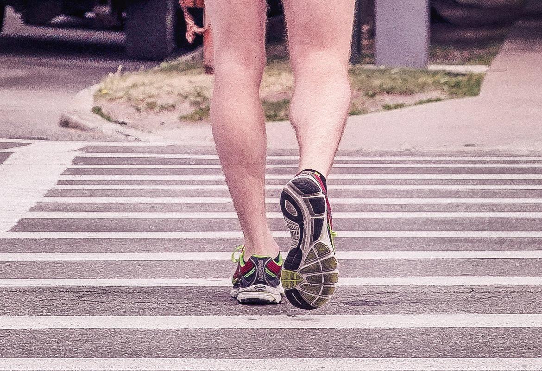 Recuperación de pies tras carrera (iStock).
