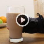 Batido de proteínas casero: galleta y cacao