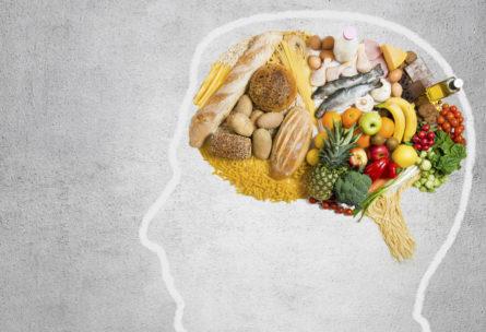 Hay alimentos que provocan daños en el cerebro (Istock)