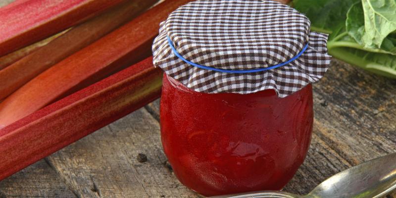 El sabor del ruibarbo se complementa con los dulces en mermeladas y conservas (iStock)