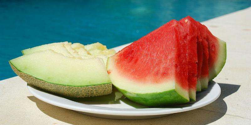 Las frutas con alto contenido en agua favorecen la salivación (Pixabay)