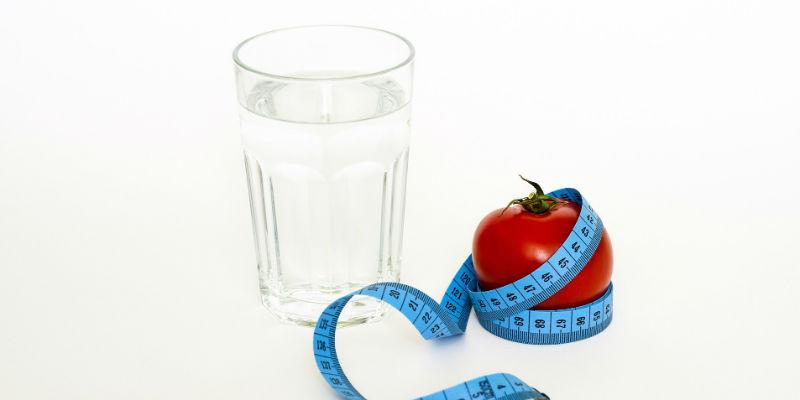 Beber agua mantiene activo el metabolismo a lo largo de todo el día (Pixabay)