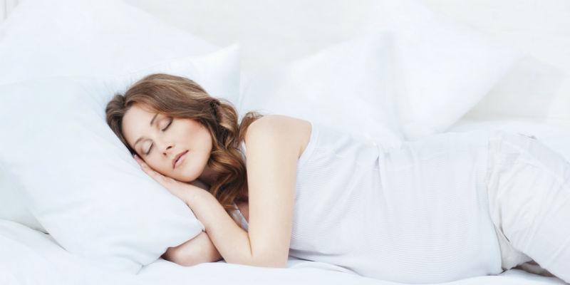 Los cambios hormonales afectan al sistema nervioso, respiratorio y cardiovascular provocando cansancio y somnolencia (iStock)