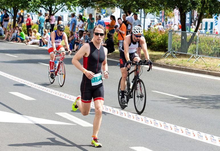 El tritraje es un elemento básico en tu equipo de triatlón (iStock)