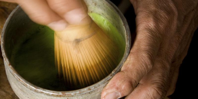 La preparación del té matcha es todo un ritual (iStock)