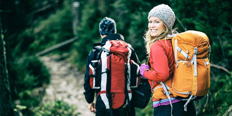 Senderismo. Uno de los mejores ejercicios para hacer en pareja (iStock)