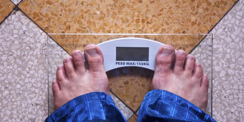Para combatir el sobrepeso hay que seguir un plan de alimentación confeccionado por un especialista y cambiar los hábitos (iStock)