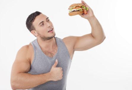 Comer sano sin renunciar a tus caprichos favoritos es posible (iStock)