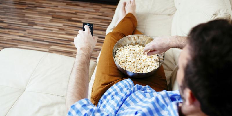 Hay snacks, como las palomitas, que no son incompatibles con comer sano (iStock)