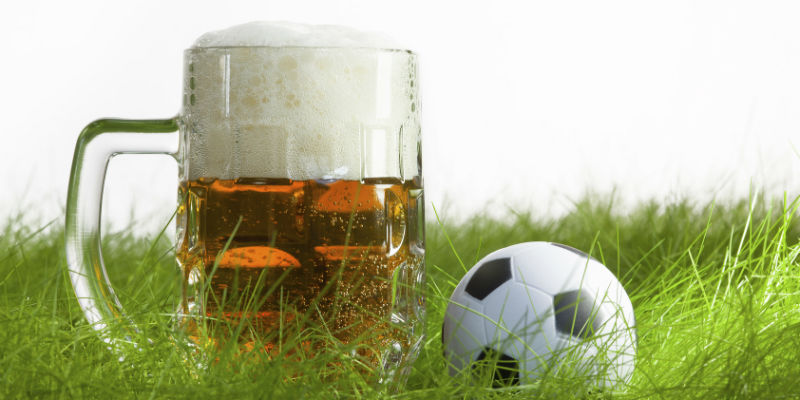 La cerveza es una de las bebidas favoritas de mucha gente, entre ellos muchos deportistas que piensan que por su elevado nivel calórico deben eliminarla de su dieta. (iStock)