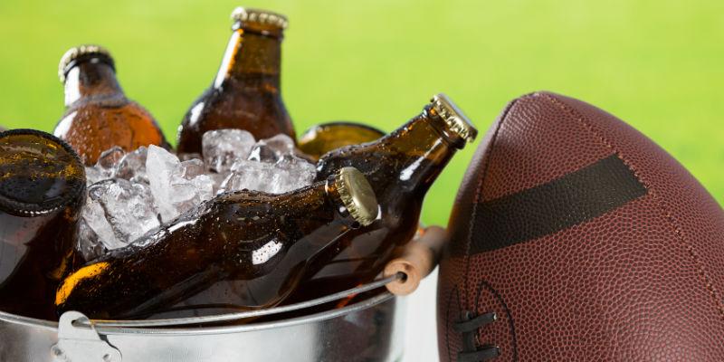 Los componentes de la cerveza contrarrestan el proceso oxidativo de la fibra muscular que origina las agujetas. (iStock)