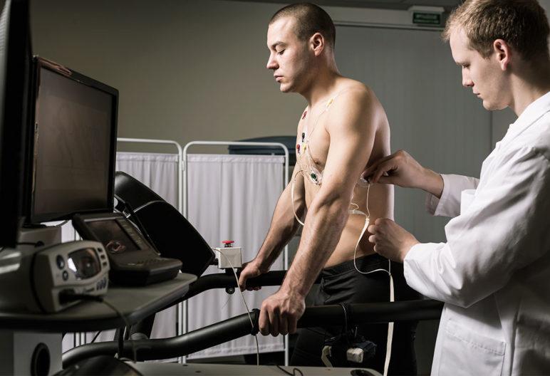 Con los reconocimientos médicos pueden aparecer patologías cardiovasculares no diagnosticadas (iStock)