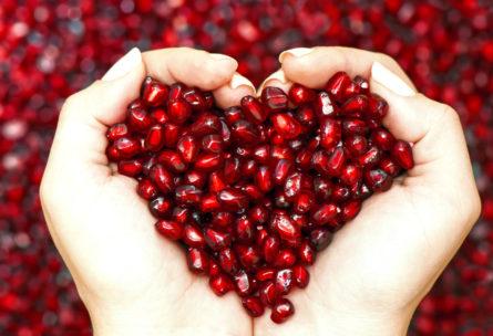 El secreto de la alimentación saludable y perder peso está al alcance de nuestra mano, está en nuestra propia mano. (iStock)