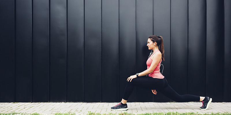 La zancada es el ejercicio ideal para fortalecer tu glúteo (iStock)