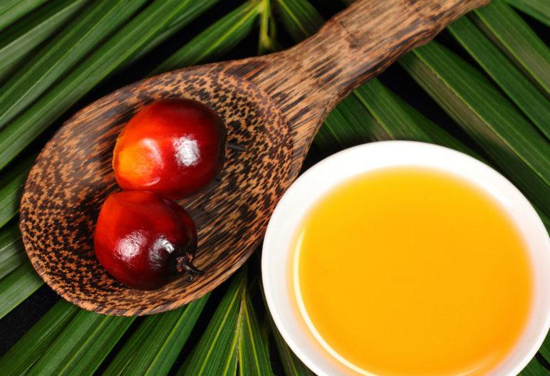 El aceite de palma se ha convertido en el más empleado del mundo en la alimentación, lo que no significa que sea la opción más saludable. (iStock)