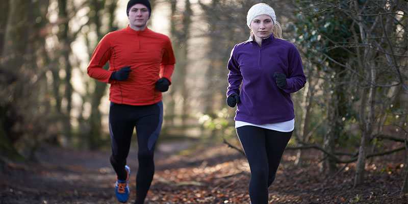Entrenar al aire libre en invierno es más fácil acompañado (iStock)
