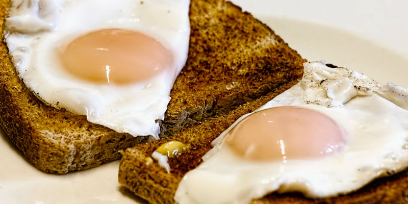 Los huevos son uno de los 5 alimentos que mejoran el rendimiento mental. (Pixabay)