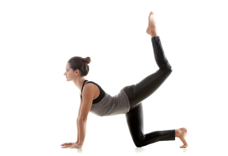 Hay varios ejercicios de suelo para eliminar las cartucheras. (iStock).