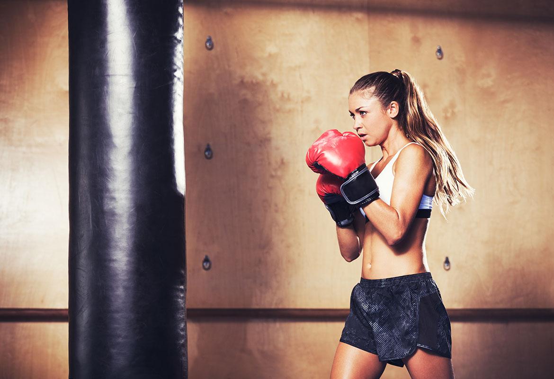 El boxeo es un excelente deporte para alcanzar una óptima condición física y para soltar estrés. (iStock).
