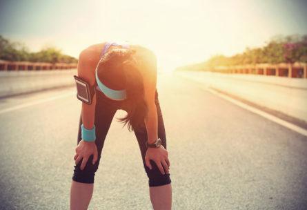 Para ponerte en forma sin pasar calor, lo mejor es no hacer deporte al aire libre. (iStock).