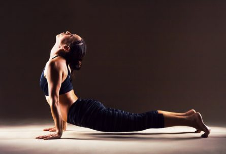 El Yoga o el pilates son fantásticos ejercicios para mejorar nuestra estabilidad (Istock)