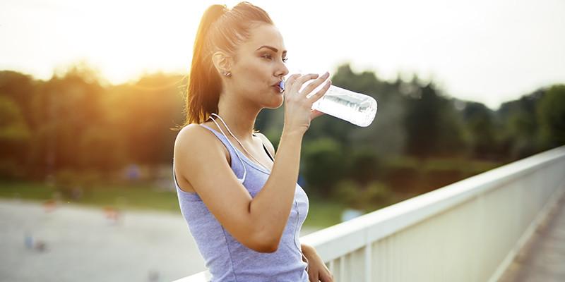 Perder peso rápidamente te puede provocar deshidratación (iStock)