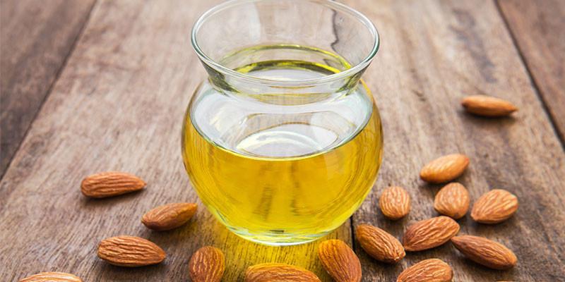 El aceite es otro de los remedios para combatir la caída del pelo (iStock).