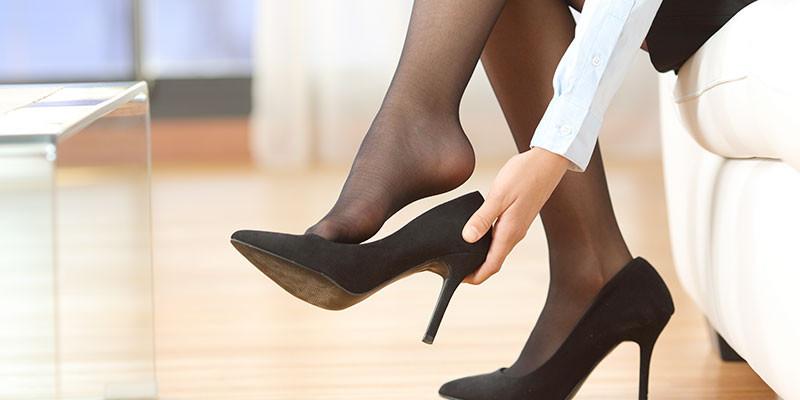 Con el papel el zapato se adaptará más fácilmente (iStock)