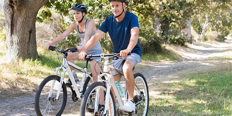 El ciclismo es uno de los mejores ejercicios quemagrasas (iStock)