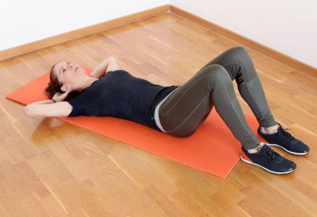 En posición decúbito supino, se pueden realizar muchos ejercicios para fortalecer el suelo pélvico (pxhere)