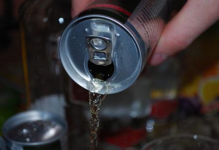 Las bebidas energéticas se han popularizado los últimos años (Pixabay)