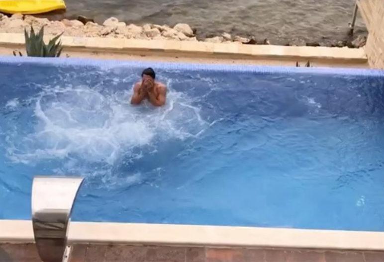 Matt Hummels tras saltar desde el balcón (Instagram)