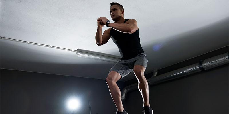 Rodillas, saltos laterales, saltar a la caja. Cualquiera es un buen ejercicio de cardio para adelgazar (iStock)