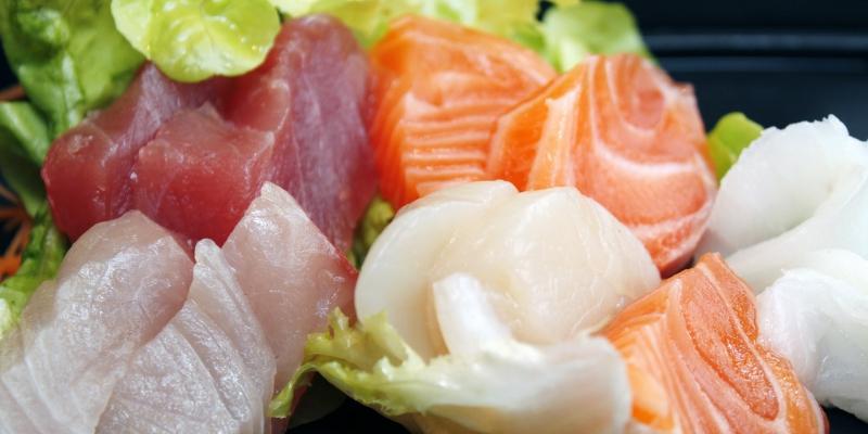 El atún y el salmón ayudan a reducir la inflamación y mantener el bienestar de las articulaciones (Pixabay)