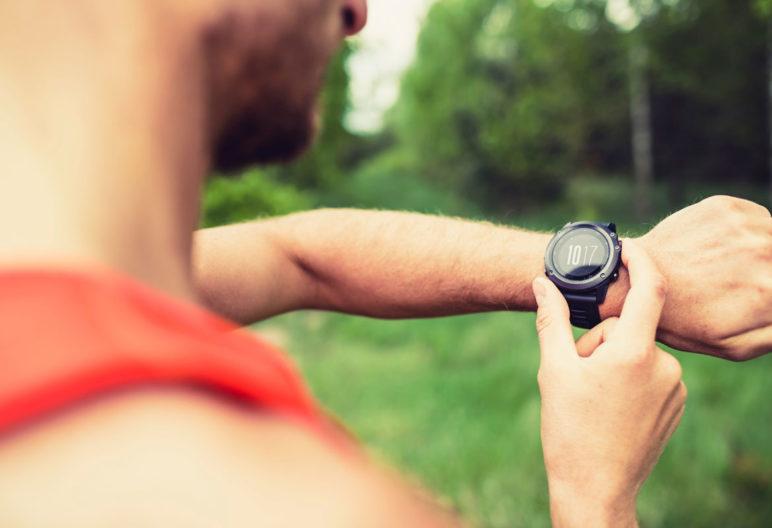 Hay muchos relojes, de varios precios, que miden la frecuencia cardiaca (iStock)