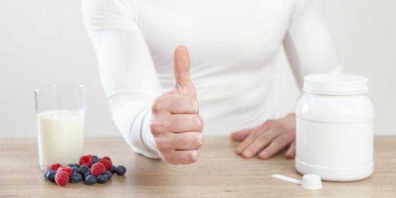 El yogur griego ayuda a aumentar las bacterias benignas del tracto digestivo (iStock)