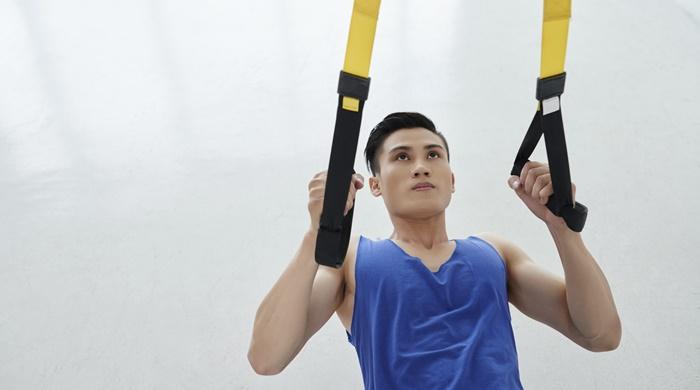 Ejercicios de brazo con el TRX (iStock)