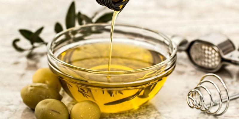 Las grasas del aceite de oliva son muy saludables pero ni sacia ni aporta volumen a las comidas (Pixabay)