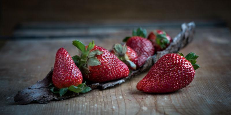 El alto contenido en agua con muy pocas calorías, las fresas aportan una gran sensación de saciedad (Pixabay)