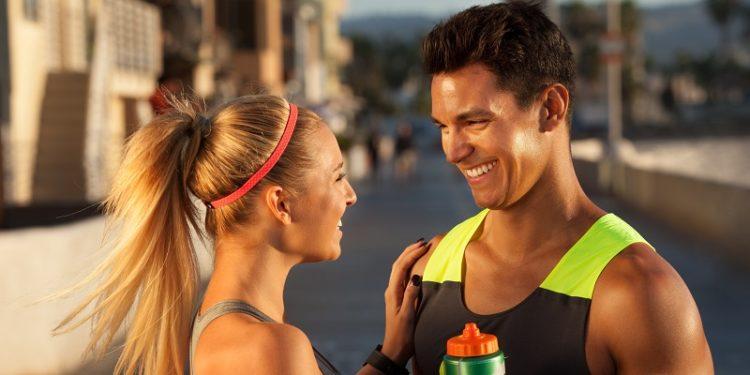 El gimnasio puede ser una oportunidad para estrechar relaciones aunque a veces sean situaciones incómodas en el gimnasio (Pexels)